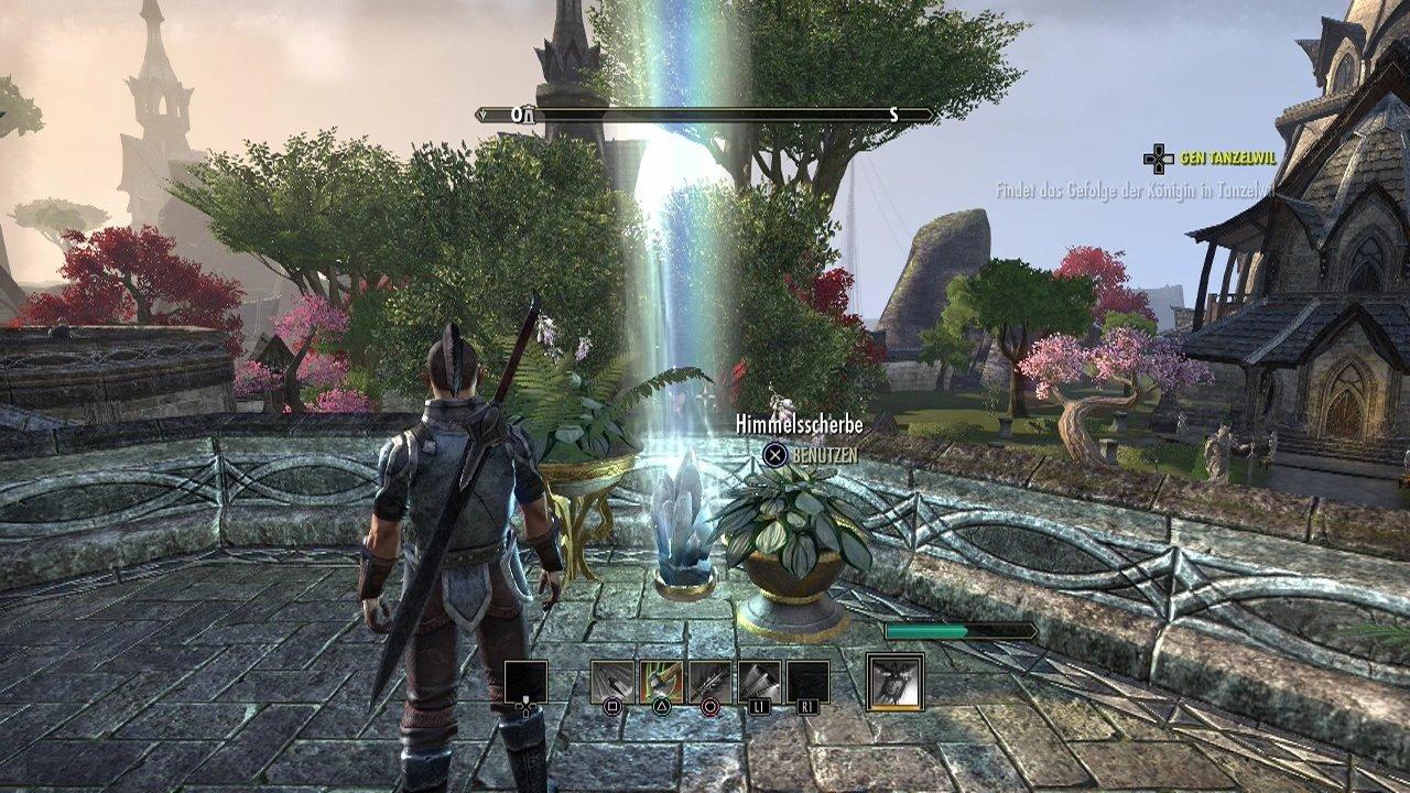 The Elder Scrolls Online tinha estado em desenvolvimento por 5 anos anteriores ao seu anúncio, em Maio de 2012. [ 2 ] É o primeiro projeto para ZeniMax Online Studios , que foi formado em 2007. Matt Firor, é também o diretor de The Elder Scrolls Online .